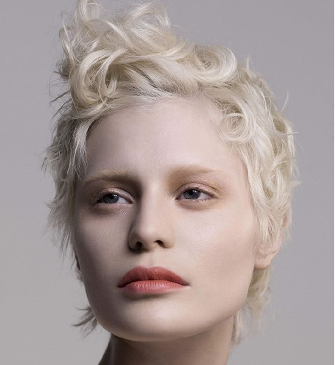 Platinum blonde hair color ideas for 20182019