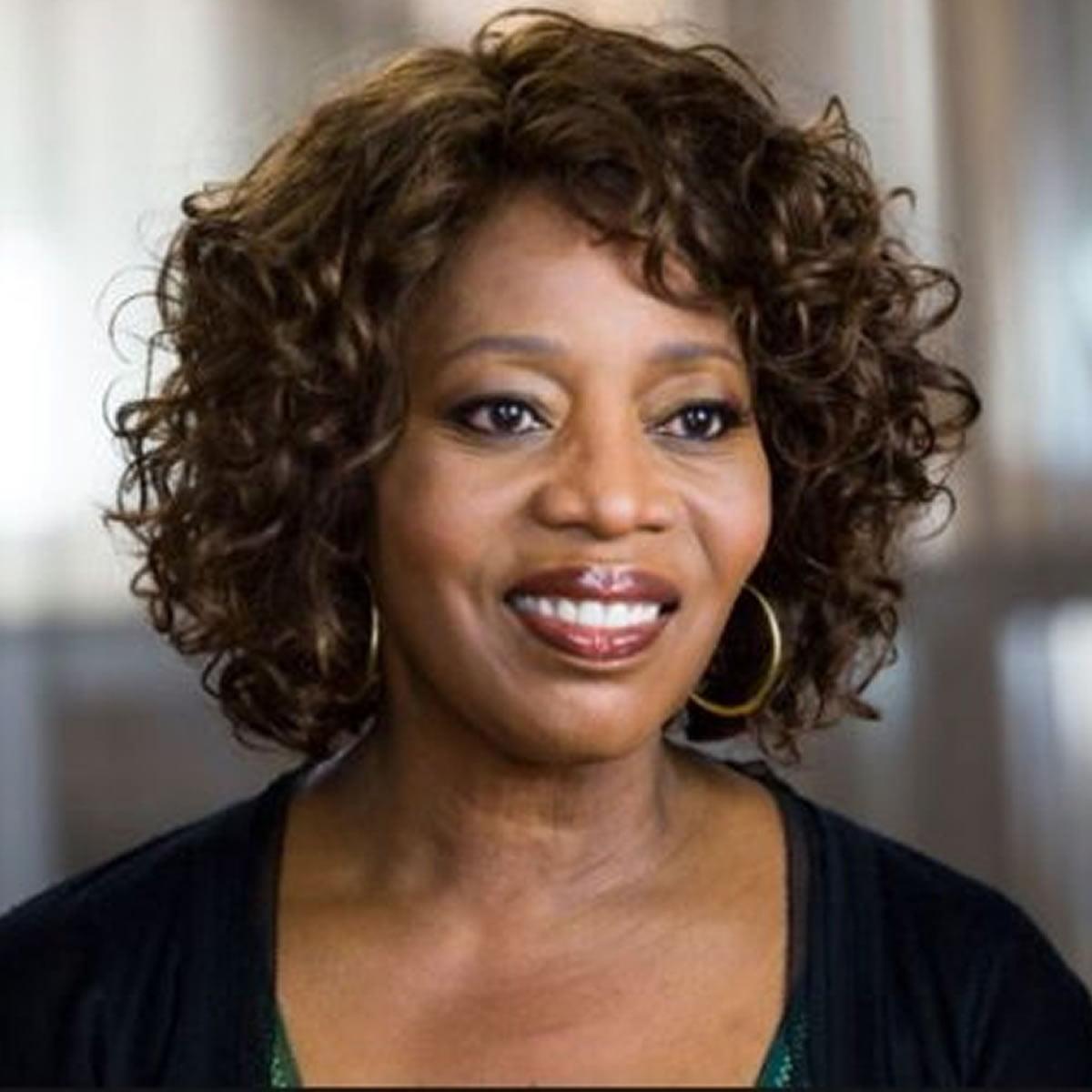 Black Women Medium Lenght Curly Hairstyles 2018 2019 ...