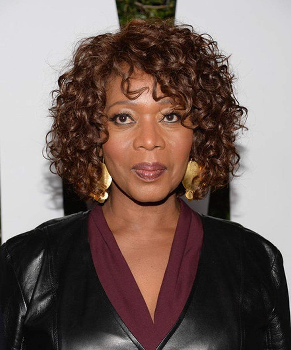 Black Women Medium Lenght Curly Hairstyles 2018-2019 ...