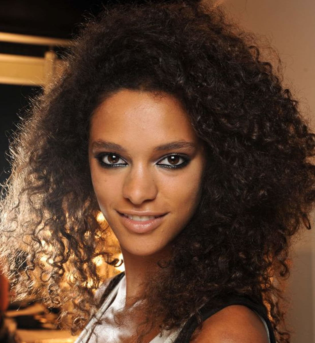Black Women Medium Lenght Curly Hairstyles 2018-2019 - Hair Colors