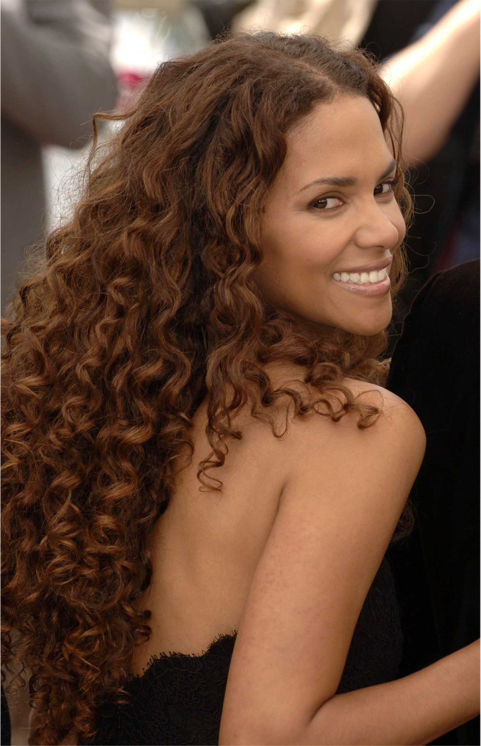 Curly-hairstyles-for-women-2020-2021-5 - Hair Colors