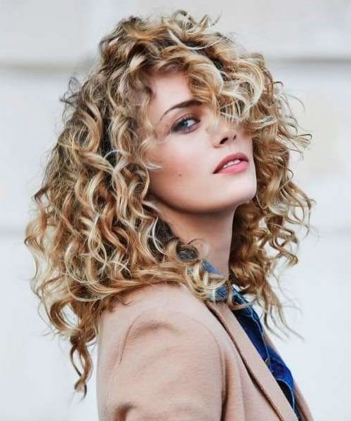 Curly hairstyles for women in 2021 - Hair Colors